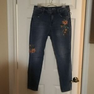 EUC OLD NAVY 10 ROCKSTAR EMBROIDERED JEANS